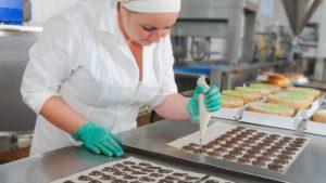 Разнорабочий на конфетной фабрике в Польше